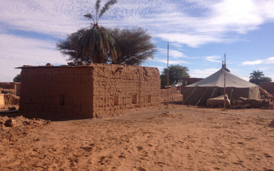 400 x 250 Western Sahara article_mud brick house and tent in Dakhla